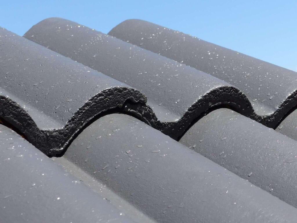 Dachbeschichtung mit hydrophobem Effekt